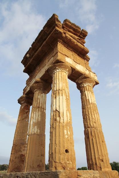 Antique greek temple in agrigento, sicily, italy Premium Photo