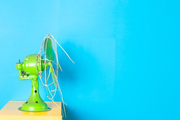 Античный зеленый цвет вентилятора с синим Premium Фотографии