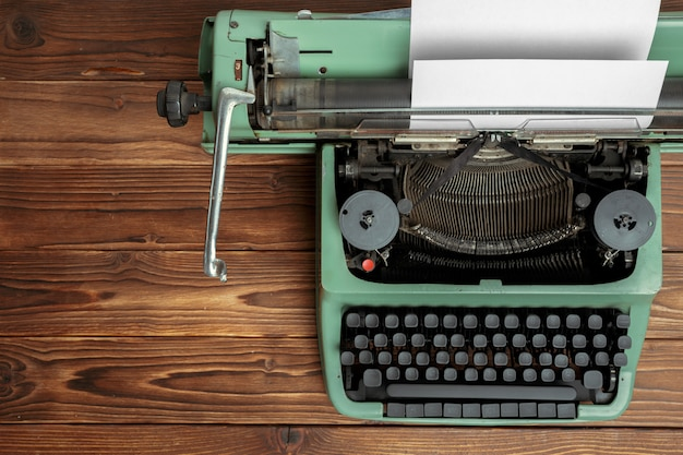 Antique typewriter. vintage typewriter machine Premium Photo