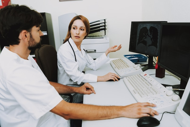 Anxious doctors ct imaging on screen of computer Premium Photo