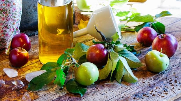 Apple cider, fermented apple juice Premium Photo