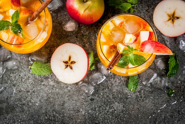 Apple cider mojito cocktails with mint, cinnamon and ice Premium Photo