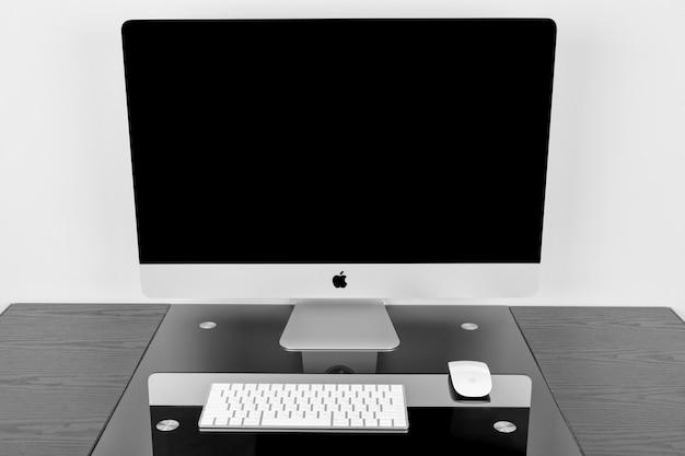 Apple computer imac 27網膜ディスプレイ5kキーボードとマジックマウス Premium写真