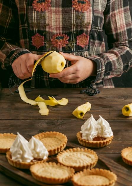 Crostata di torta di mele con panna montata Foto Gratuite