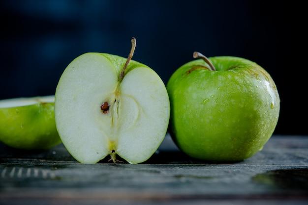 Apple slices Free Photo