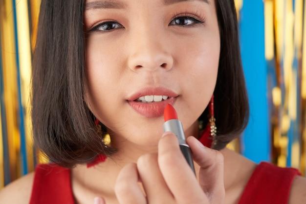 Applying make-up Free Photo