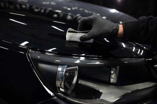 Applying nanoceramics to cars. car paint protection concept Premium Photo