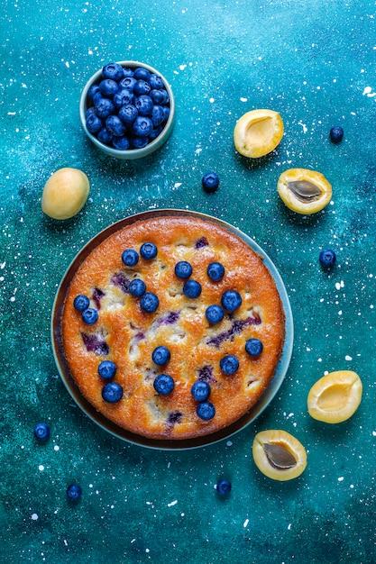 Абрикосово-черничный пирог со свежей черникой и абрикосовыми фруктами Бесплатные Фотографии