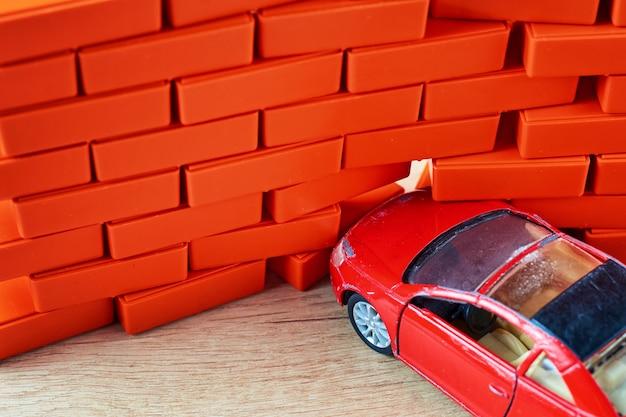 Ð¡ar crash accident. automobile hit a brick wall. a car insurance concept Premium Photo