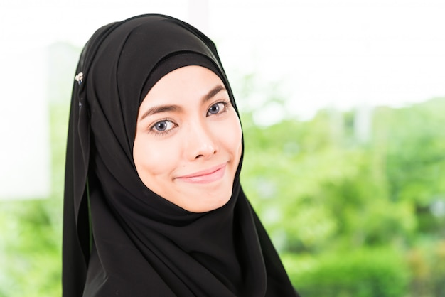 Arab business woman working Free Photo