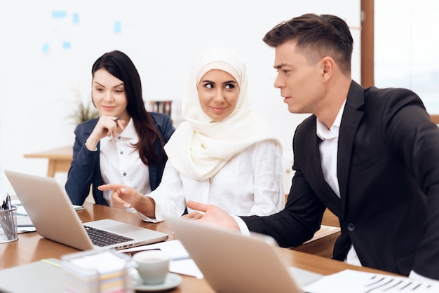 Arab woman in hijab works in the office together. Premium Photo