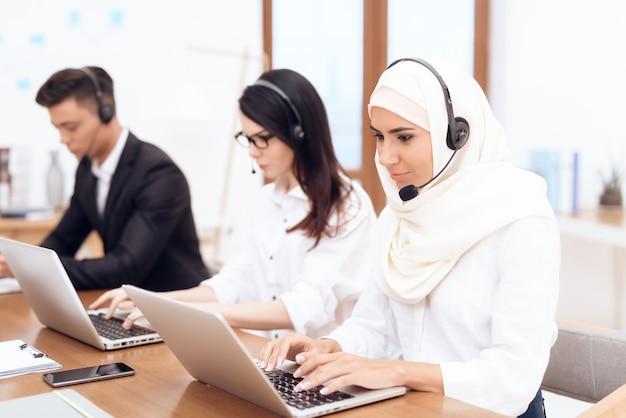 An arab woman works in a call center Premium Photo