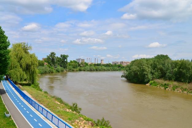 Arad city mures river Premium Photo