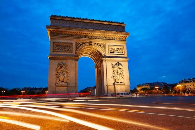 Arc de triomphe in paris arch of triumph Premium Photo