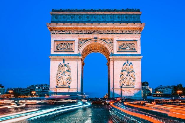 夜の凱旋門、パリ、フランス Premium写真