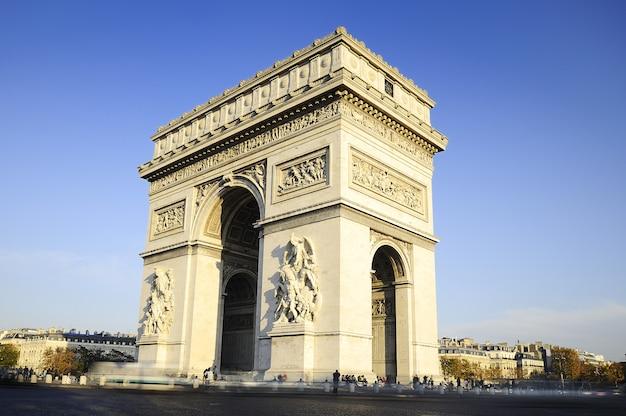 勝利のアーチ。昼間。パリック、フランス Premium写真