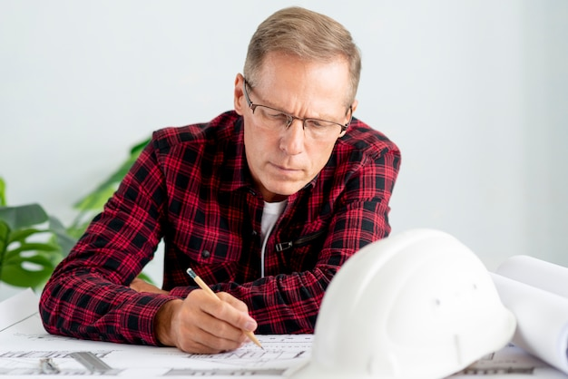 Architect drawing a new project Free Photo
