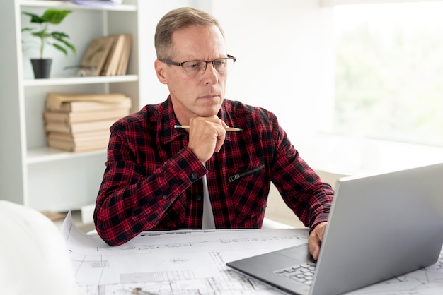 Architect preparing his project on the laptop Free Photo