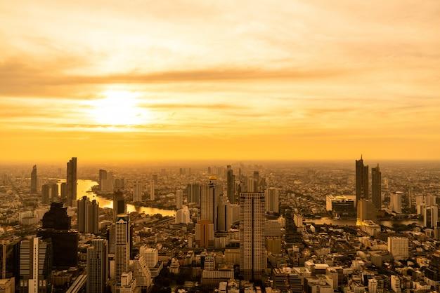 Городской пейзаж бангкока с красивым экстерьером здания и architectin в таиланде Premium Фотографии