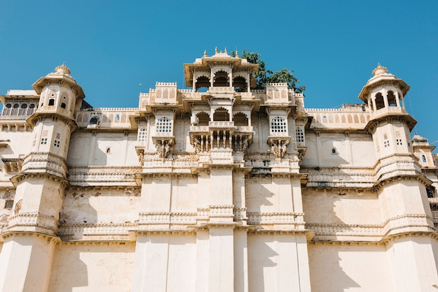 Architectural of city palace in udaipur rajasthan, india Free Photo
