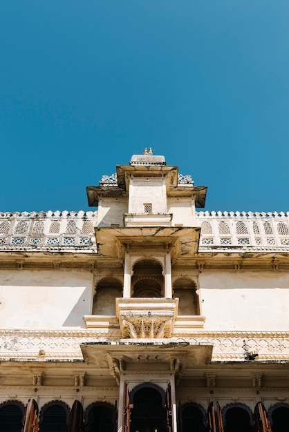 Architecture of city palace in udaipur rajasthan, india Free Photo