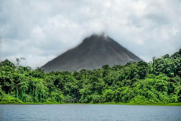 Arenal volcano, costa rica Premium Photo