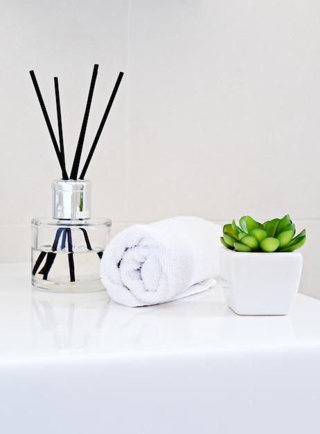 Aromatherapy bottle diffuser with sticks Premium Photo