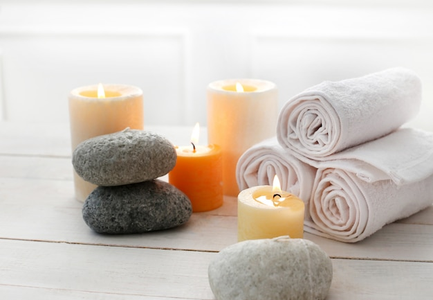 Aromatherapy treatment with candles Free Photo