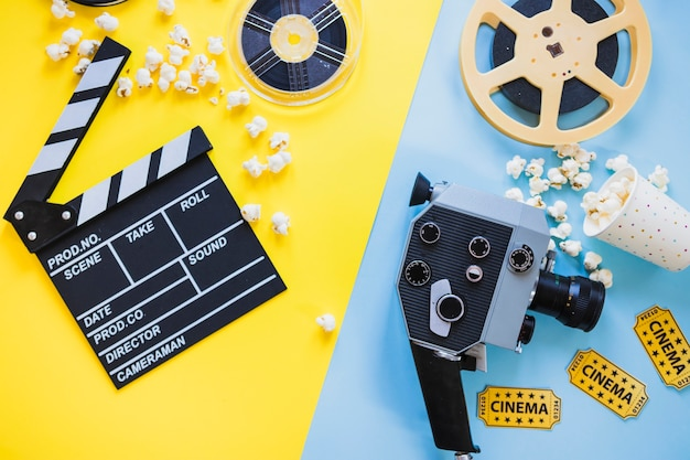 Arrangement of cinema camera and reels Free Photo