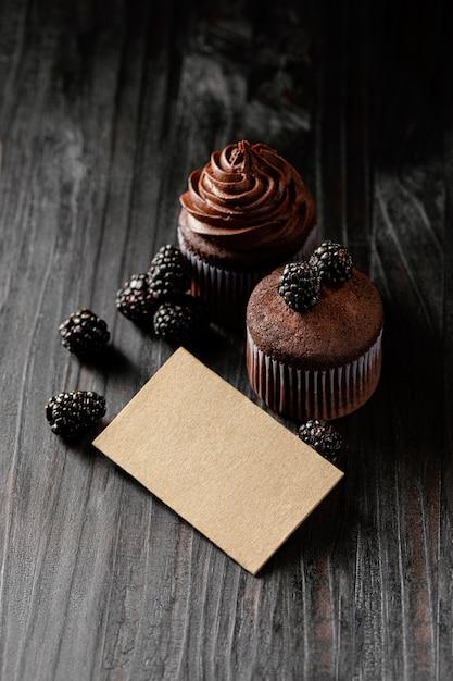 Disposizione di deliziosi dolci al cioccolato Foto Gratuite