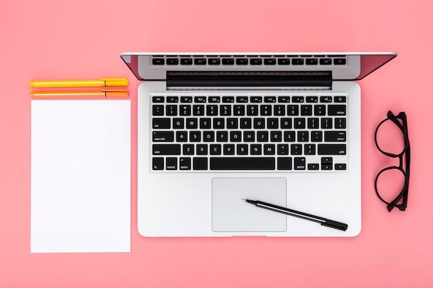 Arrangement of desk elements on pink background Free Photo