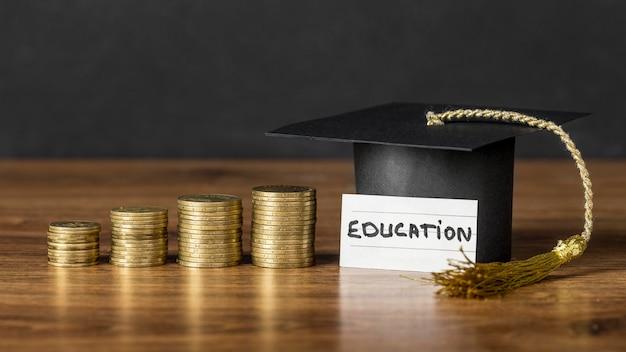 Disposizione del concetto di crescita dell'istruzione Foto Gratuite
