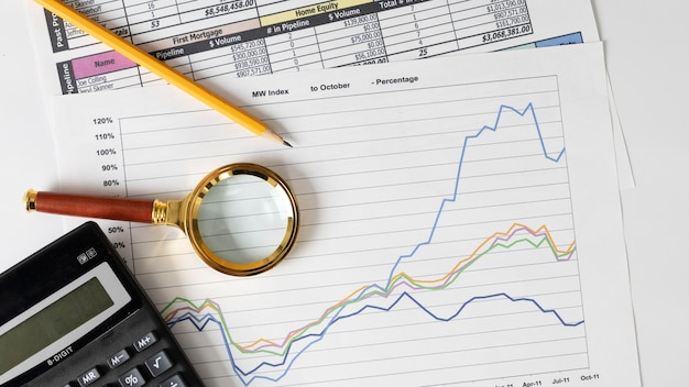 Arrangement of finances elements and graph Free Photo