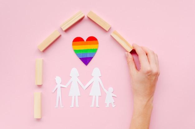 ピンクの背景にlgbt家族概念の配置 Premium写真