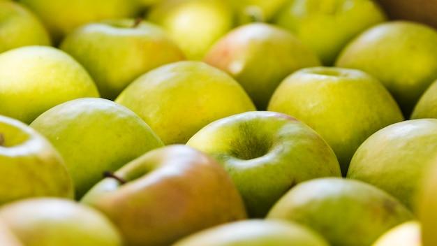 Arrangement of fresh organic green apple at farmers market Free Photo