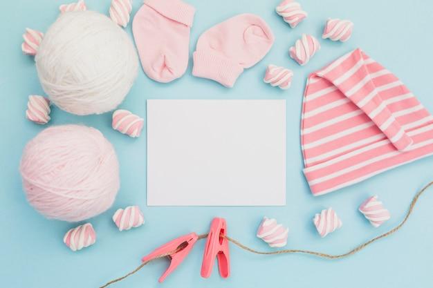 Arrangement for greeting newborn baby Free Photo