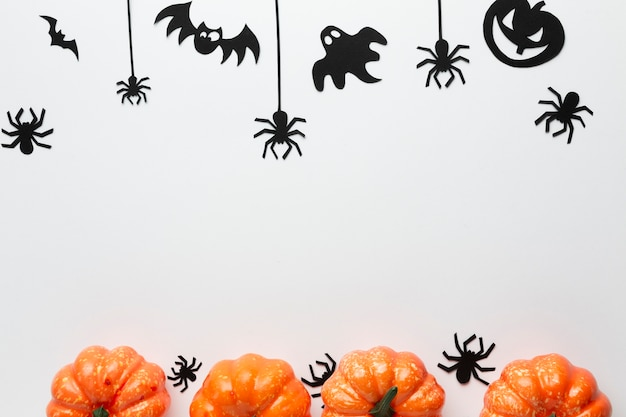 Arrangement of halloween party elements Free Photo