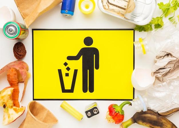 Disposizione degli avanzi di cibo sprecato Foto Gratuite