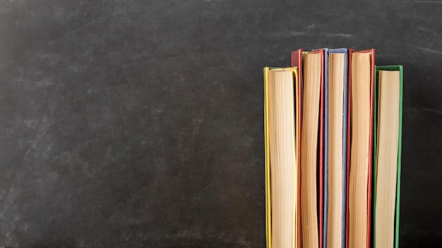 コピースペースのあるさまざまなサイズの本の配置 無料写真