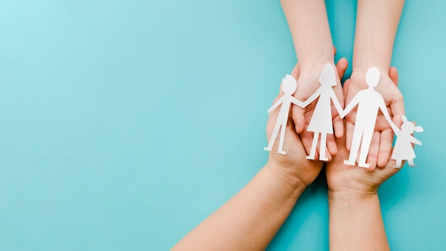 Arrangement of paper family on blue background with copy space Free Photo