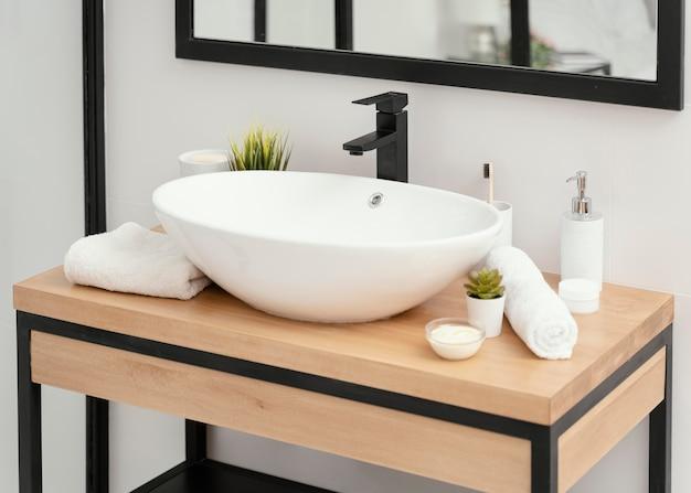 Компоновка элементов ванной комнаты для ухода за собой Бесплатные Фотографии