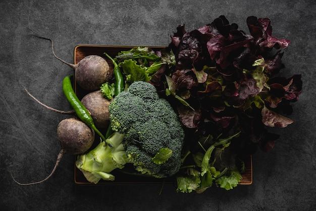 Disposizione degli ingredienti dell'insalata Foto Gratuite