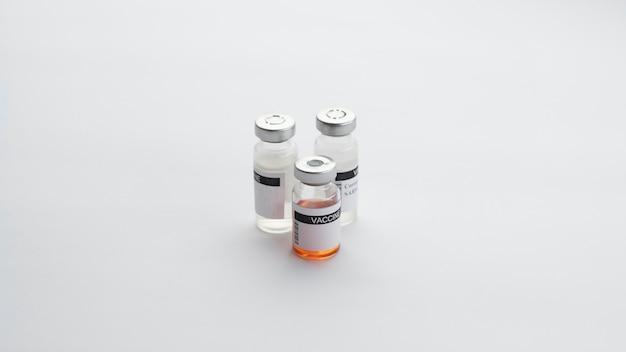 Predisposizione degli elementi di vaccinazione per covid19 Foto Gratuite