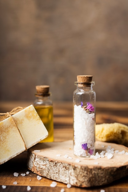 Arrangement with bath salts and soap Free Photo