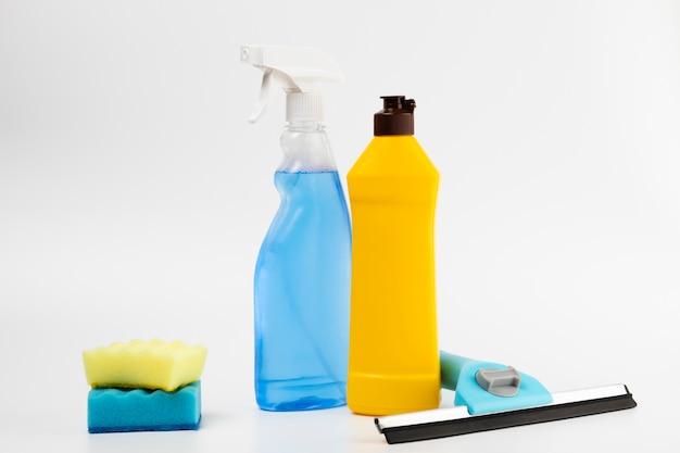 Arrangement with detergent bottles and sponges Free Photo