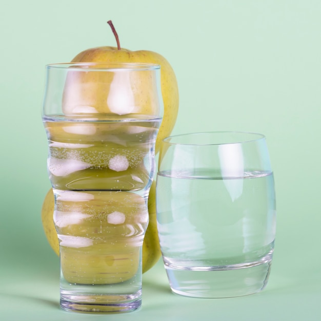Arrangement with different sized glasses of water Free Photo