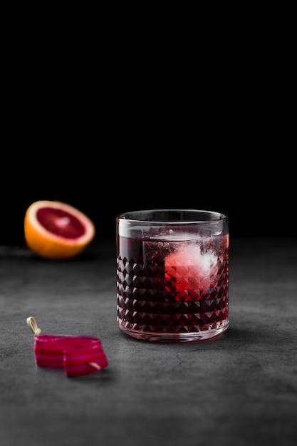 Arrangement with drink and dark background Free Photo