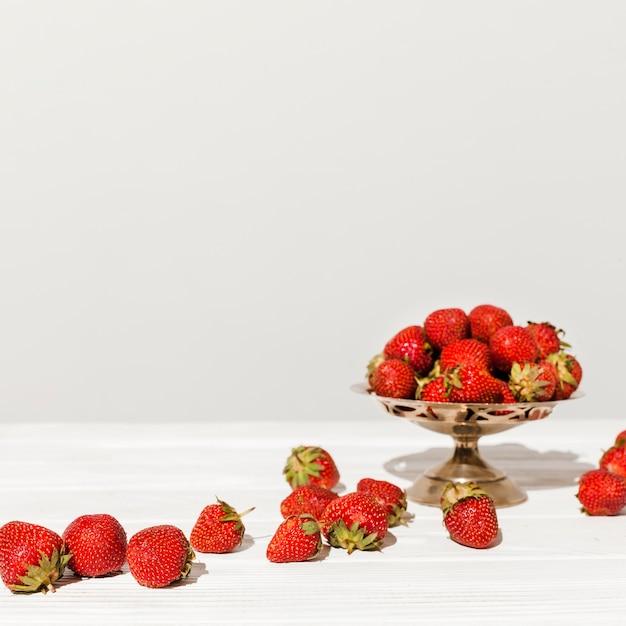 Accordo con fragole fresche Foto Gratuite