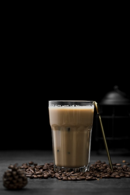 Arrangement with iced coffee and beans Free Photo