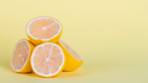 Arrangement with lemons and copy-space Free Photo